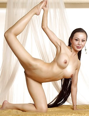 Asian Flexy Booty Porn Pictures