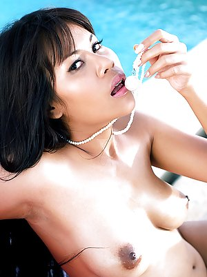Asian in Pool Porn Pictures