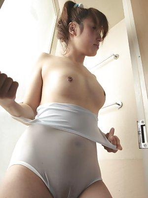 Asian Booty in Bath Porn Pictures